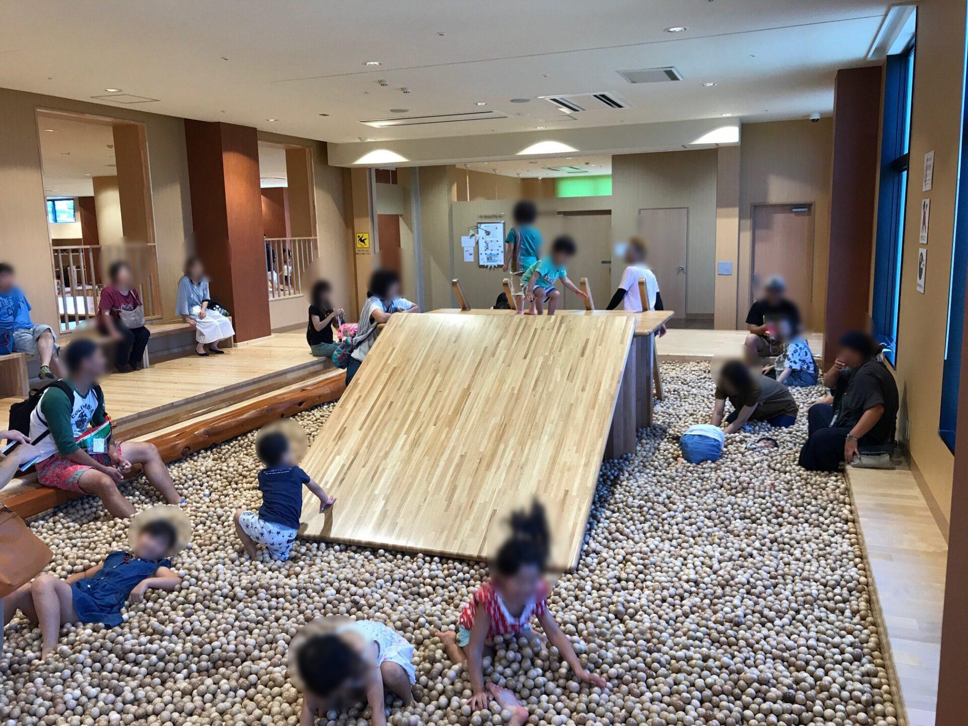 木の室内創造遊び場 感性の森〜子供達の感性を育む木のぬくもりにあふれ