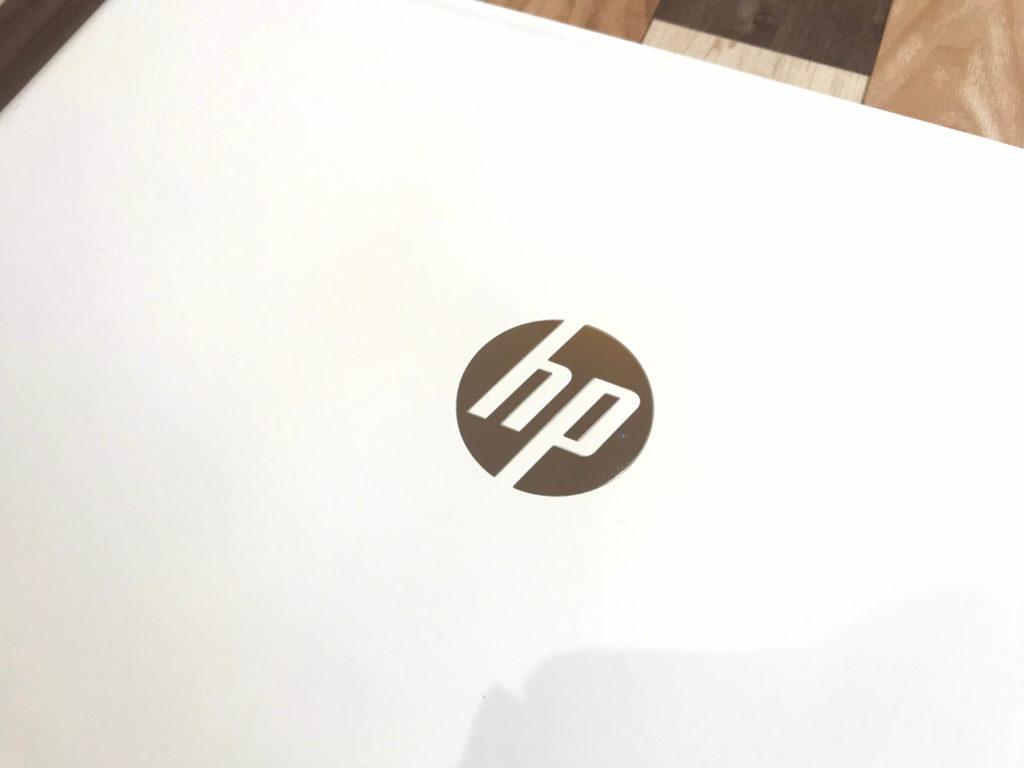 HP Pavilion 15-cs3000_外観_ロゴ