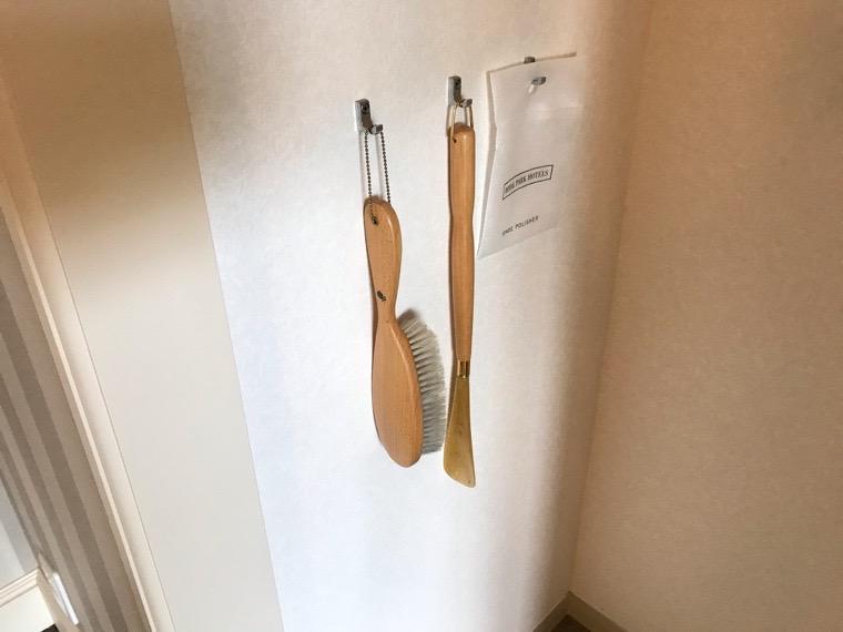 仙台ロイヤルパークホテル客室「ラグジュアリーツイン」ガーデンサイド_クローゼット_靴ベラ