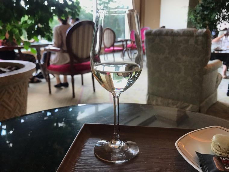 仙台ロイヤルパークホテル宿泊者ラウンジ「フォンテーヌ」ハッピーアワー_白ワイン