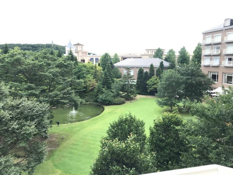 仙台ロイヤルパークホテル客室「ラグジュアリーツイン」ガーデンサイド_部屋からの眺め_庭園1