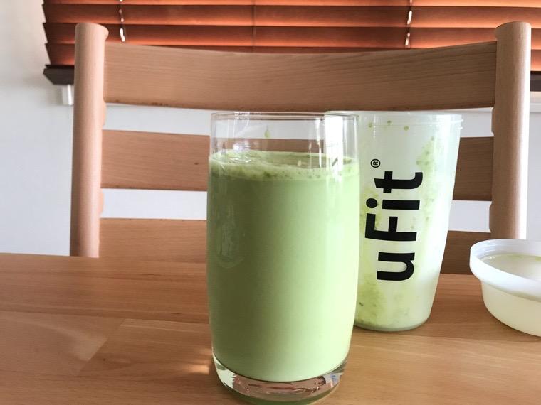 uFit完全栄養食_牛乳_グラスに注いだ状態