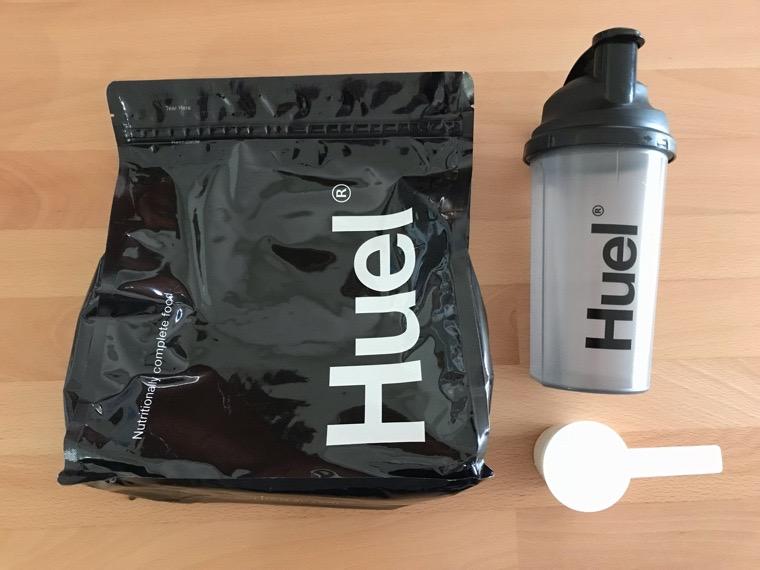 完全食Huel Black Edition_初回のセット_シェイカーとスプーン