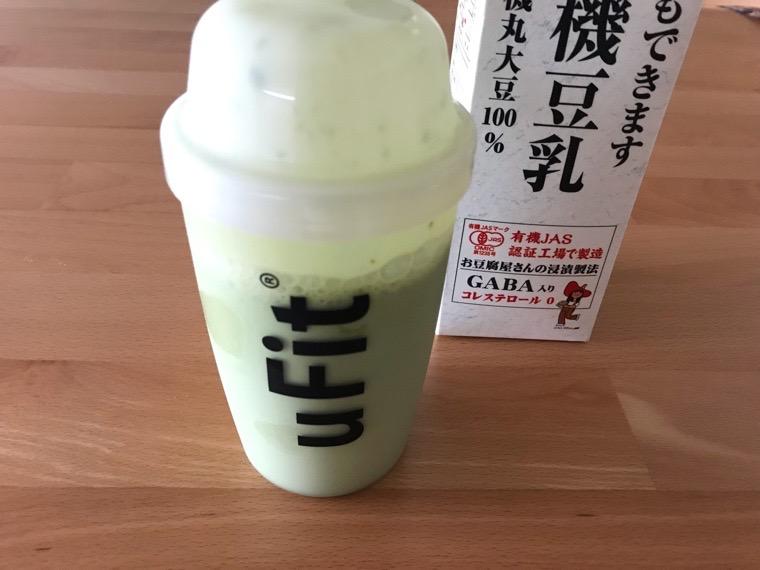 完全食uFit(ユーフィット)_uFit完全栄養食の飲み方・味_豆乳と混ぜる_シェイク完了