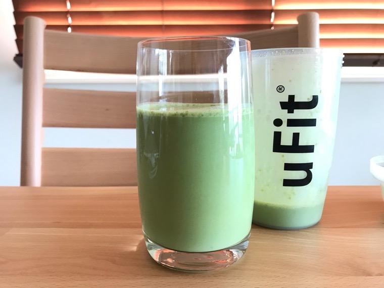 完全食uFit(ユーフィット)_uFit完全栄養食の飲み方・味_豆乳と混ぜる_グラスに注いだ状態