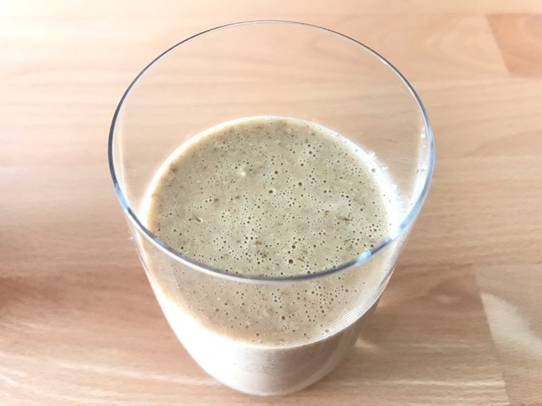 完全食Huel Powder_味わい・腹持ち_コーヒー_グラスに注いだ状態-2