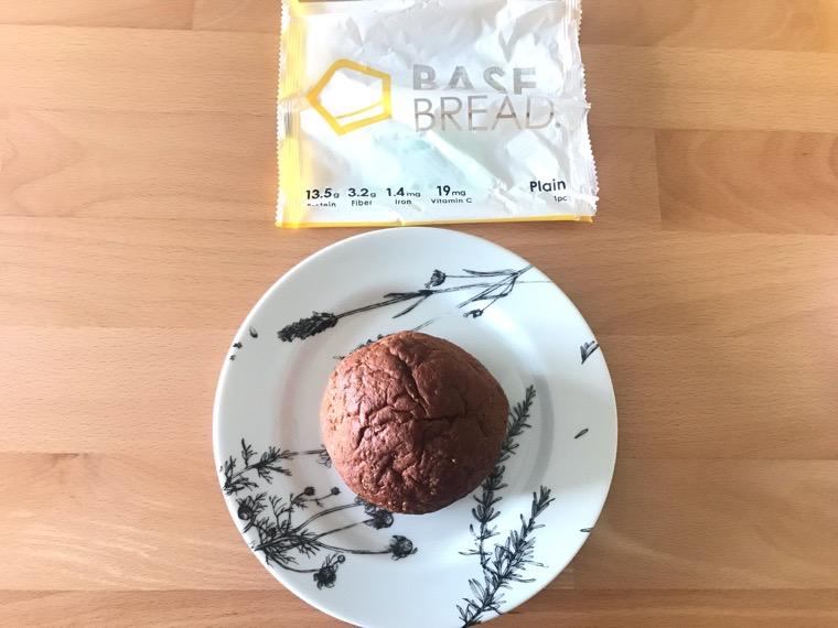 完全食BASE BREAD(ベースブレッド)_袋を開けて食べるだけ_包装から出した状態