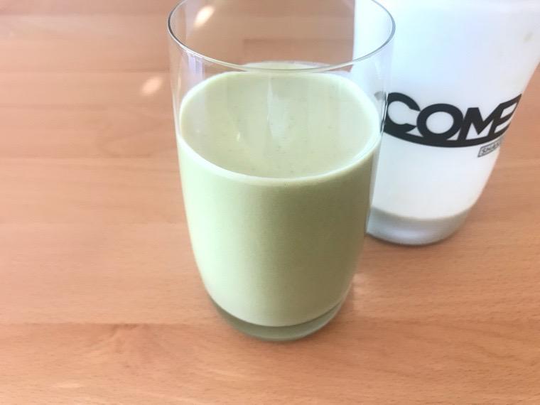 COMP Flavor(コンプフレーバー)_作り方・味わい_TB+抹茶風味_コップに注いだ状態